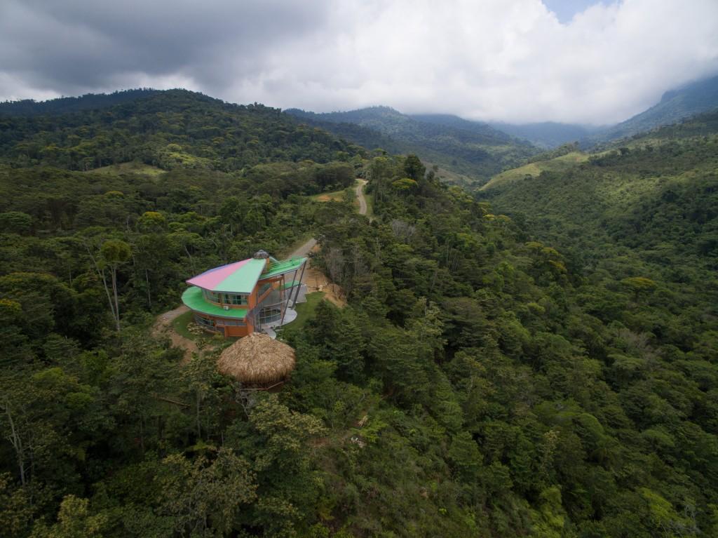 Lillian Meighen Wright Centre on York University EcoCampus in a rainforest in Costa Rica